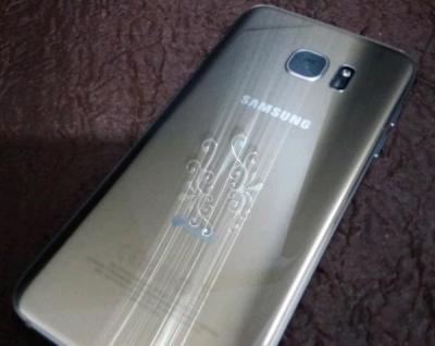 گوشی s7 edge در حد نو